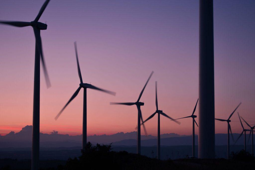 Beispielbild erneuerbare Energie - Windkraftanlagen